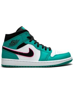 Nike Air Shoes, Sneakers Nike, Green Sneakers, Baskets, Swag Shoes, Kicks Shoes, Air Jordans, Shoes Jordans, Jordan Shoes