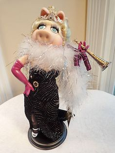 New in Box Franklin Mint ' Miss Piggy Millennium 2000 Miss Piggy, Franklin Mint, Dolls, Box, Fictional Characters, Baby Dolls, Snare Drum, Doll, Boxes