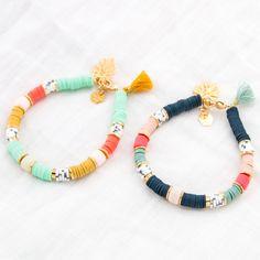 The trendy bracelet for this summer : the Heishi mint green Mykonos pearl bracelet by Shlomit Ofir. Made from multicolored flat round pearls, it Preppy Bracelets, Bohemian Bracelets, Surf Necklace, Diy Necklace, Beaded Jewelry, Handmade Jewelry, Beaded Bracelets, Armband Diy, Bracelet Crafts