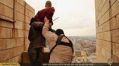 El Estado Islámico arroja a 2 gays de una azotea #JusticeFail (vía @ActualidadRT)