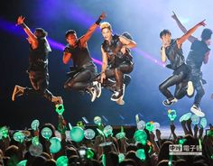 Kim Hyun Joong 2014 Phantasm World Tour in Taiwan - wah, flying Leader ^_^