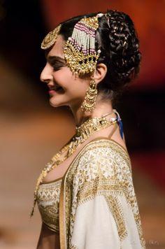 Delhi Style Blog: Sonam Kapoor in Rohit Bal India Bridal Fashion Week 2013 The Mulmul Masquerade