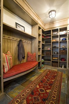 alamodeus: Mudroom basics ...i love th bench