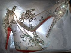 O sapatinho de cristal Louboutin da Cinderela