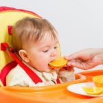 Can babies eat oranges? What about the orange juice, puree and mandarin oranges? Know how and when can you introduce orange as a baby food. Fruit Juice Recipes, Baby Puree Recipes, Baby Food Recipes, 4 Month Baby Food, Baby Month By Month, Avocado Baby Food, Baked Butternut Squash, Baby Cereal, Cooked Apples