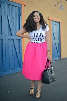 Girl with Curves - Streetstyle mit pinkem Midi-Rock (von H&M) und Handtasche von Michael Kors...toller Look #streetstyle #blogger #curvy