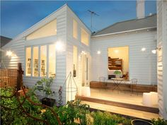 click through for more of this old/new white weatherboard house. Bungalow Extensions, House Extensions, House Roof, Facade House, Style At Home, Weatherboard House, Modern Windows, Home Additions, Modern House Design
