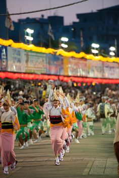 Around the time evening twilight is approaching, Awa dance festival is one of the leading ushered in Japan. Japanese Festival, Matsuri Festival, Tokushima, Mount Fuji, Nihon, Girl Dancing, Tea Ceremony, Coming Home, Japanese Culture