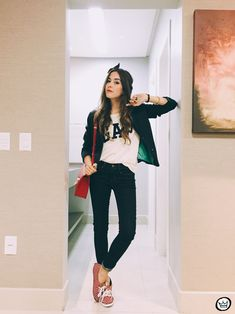 Casual outfit wearing Gap classic denim, logo tshirt and navy blazer High School Girls, Back To School Outfits, Fall Outfits, Casual Outfits, Cute Outfits, Effortless Chic, All About Fashion, Casual Chic, Everyday Fashion