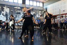 Bailando con el coro Landarbaso Greek Chorus, Dancing, Dancing Girls