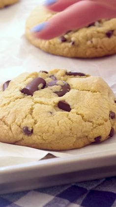 Easy gluten free chocolate chip cookies with no mixer required! Chewy & soft baked, bakery-style gluten free chocolate chip cookie recipe, easily made dairy free. Perfect gluten free cookie recipe for new gluten free bakers! flippindelicious.com #glutenfreecookies #glutenfreecookie #glutenfreebaking #glutenfreerecipe