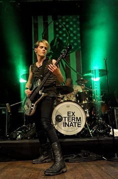 Mikey Way has an awesome sparkly bass :D he usually has a pokerface and awkward knees :D