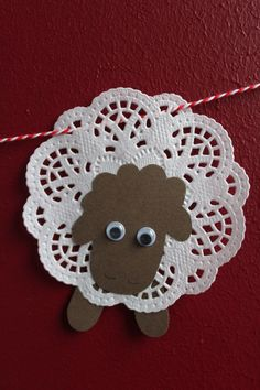 DIY: Osterlämmchen aus Tortenspitze - DIY projects from Ars Vera(e) - Easter Crafts, Christmas Crafts, Diy For Kids, Crafts For Kids, Diy And Crafts, Arts And Crafts, Sheep Crafts, Easter Lamb, Church Crafts