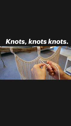 Macrame Plant Hanger Patterns, Free Macrame Patterns, Macrame Plant Hangers, Crochet Crafts, Yarn Crafts, Diy And Crafts, Macrame Knots, Macrame Jewelry, How To Do Macrame