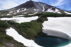Hokkaido Asahikawa Mt.Asahi-dake 北海道 旭川 旭岳 https://www.japanhoppers.com/hokkaido/asahikawa/kanko/1952/…  #JapanHoppers #Japan #JapanTrip #JapanTravel