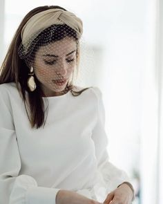 Happy Sunday from our beautiful bride in hilarensuenos Mode Turban, Carole Middleton, Bridal Headpieces, Fascinators, Bridal Hair Accessories, Beautiful Bride, Bridal Style, Wedding Hairstyles, Fashion Beauty