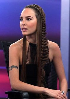 Trenza De Lado Hair Styles Trenzas Postizas Trenzas Cabello Largo Y Trenzas Pelo Suelto Side Braid Hairstyles, Loose Hairstyles, Pretty Hairstyles, How To Curl Short Hair, Braids For Long Hair, Small Braids, Hippie Hair, Hair Laid, Grunge Hair