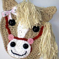 Crochet Horse head, wall deco. By Jerre Lollman