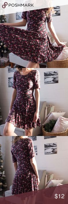 Spring floral dress Lovely black and red floral mini dress. Vintage vibe. Perfect condition, very flattering and feminine. Get the look : wine red purse is also for sale ! H&M Dresses