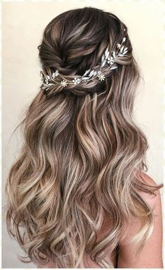30 Wedding Hair Half Up Ideas Balayage amp; Ombre hair 30 Wedding Hair Half Up Ideas Balayage amp; Ombre hair The post 30 Wedding Hair Half Up Ideas Balayage amp; Ombre hair appeared first on Outdoor Ideas. Bridal Hair Vine, Wedding Hair And Makeup, Hair Makeup, Wedding Hair Vine, Diy Bridal Hair, Curled Wedding Hair, Romantic Bridal Hair, Down Do Wedding Hair, Headband Wedding Hair