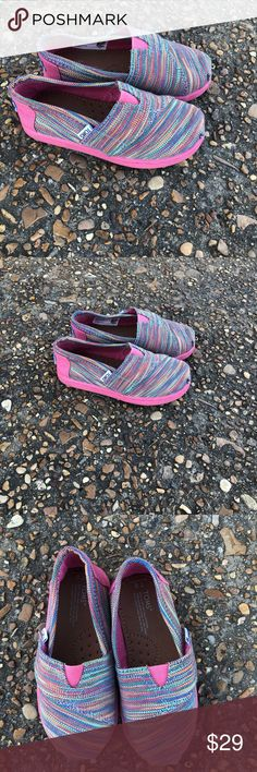 Toms Shoes Nice pair of kids Toms Shoes still in great condition for the price size 8 EUR 24.5 CM 15 multi colors tom shoes Shoes Sneakers