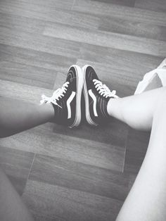 Old skool high top vans. I want these<3