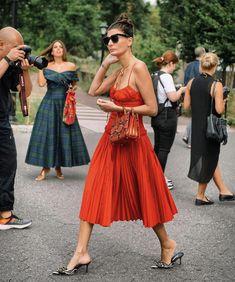 I think I was doing this pose . Pop Fashion, Fashion Show, Girl Fashion, Fashion Dresses, Paris Fashion, Style Fashion, Daytime Dresses, Fall Dresses, Summer Dresses