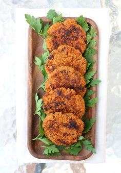 Quinoa- og søtpotetburger - LINDASTUHAUG Tandoori Chicken, Vegan, Ethnic Recipes, Food, Essen, Meals, Vegans, Yemek, Eten