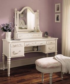 Modern bedroom vanity, Hardly any woman goes daily to beauty salons. Here comes the role of a modern bedroom va My New Room, My Room, Girl Room, Small Bedroom Vanity, Bedroom Vanities, Small Bedrooms, Bed Design, House Design, Vanity Design