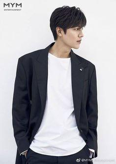 Lee Min Ho to Reunite with Heirs Screenwriter Kim Eun Sook for 2020 Fantasy K-drama The King: Eternal Sovereign Korean Celebrities, Korean Actors, Asian Actors, Top Drama, Lee Min Ho Kdrama, Lee Min Ho Photos, Park Shin Hye, Boys Over Flowers, Japanese Men