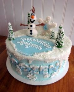 Darlin' Designs: Frozen Cake and matching cupcakes