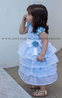 Lindo vestido da cinderela infantil, confeccionado em cetim e voil.  TABELA DE MEDIDAS Tamanho -------Busto--- Comprimento  Tamanho G-------51----------44 01 ano-------------53----------49 02 anos------------55----------53 03 anos------------57----------56 04 anos------------59----------61 05 anos------------61----------65 06 anos------------63----------65 R$ 149,90