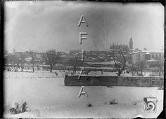 Vista de la ciudad nevada desde Las Mártires. Santos Baso Simelio. Huesca