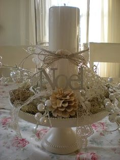 Winter White centerpiece, candle, cake plate and Christmas decorations :) Noel Christmas, Winter Christmas, All Things Christmas, Vintage Christmas, Christmas Displays, Christmas Tattoo, Christmas Candles, Christmas Kitchen, Christmas Wrapping