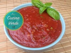 Tomatensauce für Pasta und Pizza - Rezept von Joes Cucina Verde Salsa, Dips, Ethnic Recipes, Food, Food Food, Gravy, Salsa Music, Restaurant Salsa, Essen
