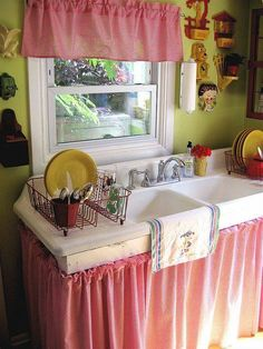 Old fashioned country cottage kitchen. Love the sink, the sink skirt, and the cute dog clock! Cute Cottage, Cottage Style, Farmhouse Style, Farmhouse Sinks, Cozy Kitchen, Kitchen Decor, Kitchen Sinks, Green Kitchen, Design Kitchen