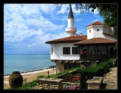 The Palace in Balchik My Heritage, Castles, Palace, Beautiful Places, Destinations, Mansions, World, House Styles, Heart