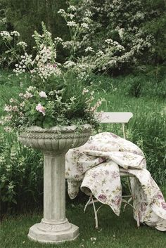 Good way to recycle an old birdbath that doesn't hold water anymore.