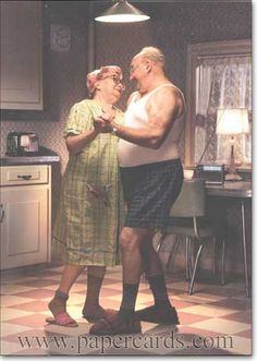 Couple Dancing In Kitchen 1 card 1 envelope - Anniversary Card - FRONT No Text INSIDE The honeymoon never ends Happy Anniversary Vieux Couples, Old Couples, Elderly Couples, Shall We Dance, Lets Dance, Tanz Poster, Dancing In The Kitchen, Grow Old With Me, Growing Old Together