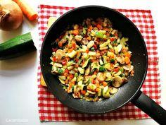 Receta de verduras salteadas | CACEROLADAS: Receta de verduras salteadas Kung Pao Chicken, Ethnic Recipes, Food, Sauteed Vegetables, Sauces, Meals, Blue Cheese Sauce, Oven, Diet