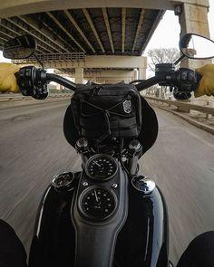 Harley Fatboy, Harley Bikes, Harley Davidson Dyna, Harley Davidson Motorcycles, Tracker Motorcycle, Bobber Motorcycle, Motorcycle Garage, Dyna Club Style, Dyna Low Rider