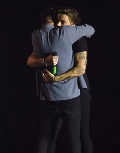 Harry and Liam hug One Direction Pictures, I Love One Direction, Liam Payne, Love Of My Life, My Love, Harry Styles Photos, Have A Laugh, Larry Stylinson, Louis Tomlinson