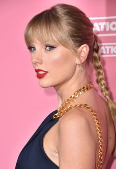 Taylor Swift Web Photo Gallery: Click image to close this window Taylor Swift Music, Taylor Swift Hair, Taylor Swift Style, Taylor Alison Swift, Selena And Taylor, Taylor Swift Pictures, Elsa Hosk, American Singers, Her Hair