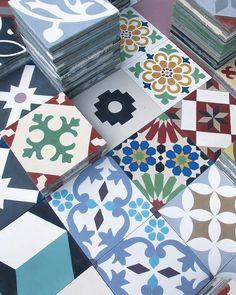 Los suelos hidráulicos de Iván Alvarado, L'atelier del Mosaista Gadgets, My Dream Home, Relax, Gift Wrapping, Flooring, Texture, Quilts, Interior Design, Ali