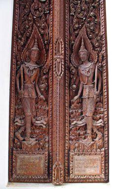 http://www.globalwanderings.co.uk/countries/thailand/nongkhai/wat_doors.jpg