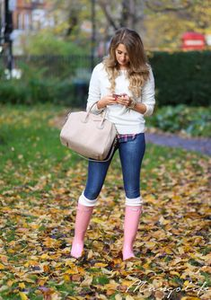 New Pink Rain Boats Outfit Work Ideas Rainy Day Outfit For Spring, Cute Rainy Day Outfits, Fall Outfits, Cute Outfits, Fashion Outfits, Casual Outfits, Pink Hunter Boots, Pink Rain Boots, Hunter Boots Outfit