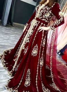 Fashion Arabic Style Illustration Description Caftan du Maroc – Read More – Style Caftan, Caftan Dress, Bridal Outfits, Bridal Dresses, Morrocan Dress, Oriental Dress, Arab Fashion, Indian Dresses, Traditional Dresses