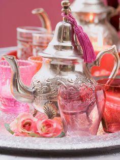 Mint tea Art Marocain, Silver Teapot, Tea For One, Mint Tea, How To Make Tea, Moroccan Style, Coffee Set, Messing, Decoration