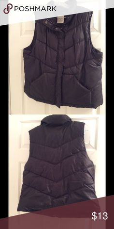 Old Navy Puff Vest puffy vest in black...super comfy Old Navy Jackets & Coats Vests