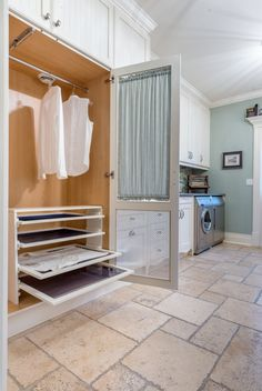 How to design the perfect laundry room – Laundry design guide – Laundry ideas – Laundry storage Drying Cupboard, Laundry Room Drying Rack, Drying Room, Mudroom Laundry Room, Laundry Room Remodel, Clothes Drying Racks, Sweater Drying Rack, Hanging Clothes, Diy Clothes